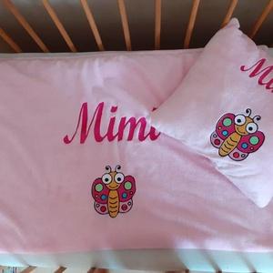 Hímzett pléd szett/ Mimi a színes kis pillangó, Játék & Gyerek, Babalátogató ajándékcsomag, Varrás, Hímzés, Hímzett pihe puha pléd szetteket rendelheted gyermeked nevével és dátum hímzéssel több színben is...., Meska