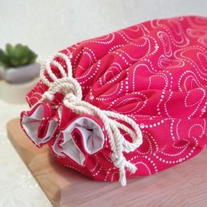 Kenyér és pékárú frissentartó zsák, Piros-gyöngy mintás -Nagy méretű, Táska & Tok, Bevásárlás & Shopper táska, Kenyeres zsák, Varrás, Kenyér és pékárú frissentartó zsák, PUL anyaggal. \nKívül 100% (Ökotex100) pamutvászon, belül pul any..., Meska