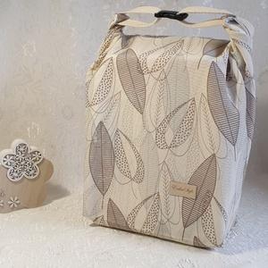 Uzsonnás táska - Drapp-Barna levél mintás, Táska & Tok, Uzsonna- & Ebéd tartó, Szendvics csomagoló, Uzsonnás táska, csatos kézfogóval, így nem kell külön táskába pakolni az uzsonnát, ebédet.  Belefér:..., Meska