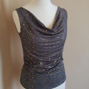 BLÚZ VÍZESÉS SZERŰ NYAKKIVÁGÁSSAL, Táska, Divat & Szépség, Ruha, divat, Női ruha,   Különleges anyag és mintájú szürkés-kékes színű (farmerhatású) elasztikus jerseyből készítettem ez..., Meska