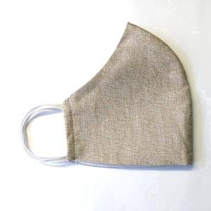 Bézs szövött mintás Textil mosha tó maszk, arcmaszk, szájmaszk (felnőtt), Táska, Divat & Szépség, Szépség(ápolás), Maszk, szájmaszk, Egészségmegőrzés, Varrás, Dupla rétegű 100% pamutvászonból készült. A külseje mintás, a belő fele fehér.\nTermészetesen varrás ..., Meska