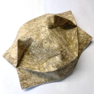 Márvány mintás Textil mosha tó maszk, arcmaszk, szájmaszk (felnőtt), Táska, Divat & Szépség, Szépség(ápolás), Maszk, szájmaszk, Varrás, Dupla rétegű 100% pamutvászonból készült. A külseje mintás, a belő fele fehér.\nTermészetesen varrás ..., Meska