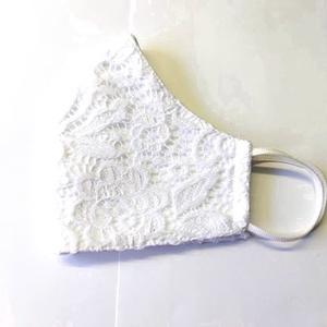 Csipke Textil mosha tó maszk, arcmaszk, szájmaszk (felnőtt), Táska, Divat & Szépség, Szépség(ápolás), Maszk, szájmaszk, Egészségmegőrzés, Varrás, Dupla rétegű 100% pamutvászonból készült. A külseje mintás, a belő fele fehér.\nTermészetesen varrás ..., Meska