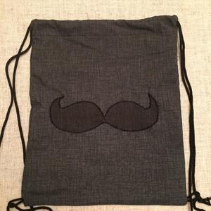 Bajusz hátizsák 2.0, Táska, Divat & Szépség, Táska, Hátizsák, Válltáska, oldaltáska, Varrás, Vastag, szürke színű, vászon anyag, rajta egy sötétszürke, fekete színű bajusz ....   Postaköltség ..., Meska