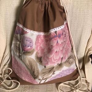 virágos hátizsák, Gymbag, Hátizsák, Táska & Tok, Varrás, Aranybarna, vastag vízlepergetős alapon selyem hatású virágos rátét, pamut zsinórral.\nPostaköltség a..., Meska