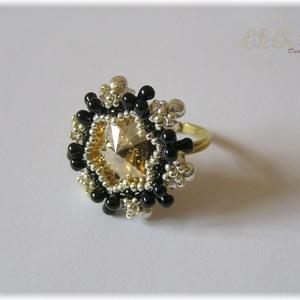 Golden shadow gyűrű, Ékszer, Esküvő, Gyűrű, Esküvői ékszer, Gyöngyfűzés, Gyöngyfűzéssel készült gyűrű, Swarovski kristályokkal. A gyűrű alap fémből készült,  átmérője 16 mm..., Meska
