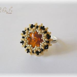 Narancs - bézs - fekete Swarovski gyűrű, Statement gyűrű, Gyűrű, Ékszer, Gyöngyfűzés, gyöngyhímzés, Gyöngyfűzéssel készült gyűrű, a közepén kerek Swarovski kristállyal (szín: tangerine). A dísz átmérő..., Meska