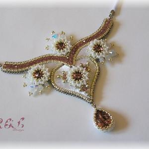 fehér-rózsaszín-ezüst Swarovski nyakék, Medálos nyaklánc, Nyaklánc, Ékszer, Gyöngyfűzés, gyöngyhímzés, Hímzés, Gyöngyhímzéssel készült alkalmi nyakék Swarovski kristályokkal (szín: blush rose és water opal). A k..., Meska