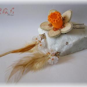 Bézs-narancssárga virágos hajdísz Swarovski kristályokkal, Esküvő, Hajdísz, ruhadísz, Táska, Divat & Szépség, Hajbavaló, Ruha, divat, Gyöngyfűzés, gyöngyhímzés, Hímzés, Bohém, virágos hajtű Swarovski kristályokkal, japán kásagyöngyökkel, akril virágokkal és tollakkal k..., Meska