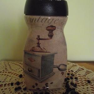 Kávésüveg, Otthon & lakás, Konyhafelszerelés, Fűszertartó, Decoupage, transzfer és szalvétatechnika, Újrahasznosított alapanyagból készült termékek, Az újrahasznosítás jegyében egy kávésüveg kapott új külsőt, vintage stílusban. \nSzemélyes átvétel Ny..., Meska