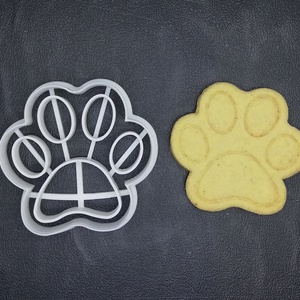 Mancs (kutya) keksz, sütemény kiszúró forma, Konyhafelszerelés, Otthon & lakás, Egyéb, Mézeskalácssütés, Mindenmás, 3D nyomtatással készült mancsos (kutyás)  kekszkiszúró. Legnagyobb mérete kb. 6 cm.\n\nSzemélyes átvét..., Meska