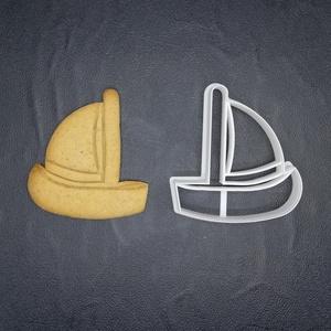 Vitorláshajó, hajó keksz, süti. sütemény kiszúró forma, Sütikiszúró, Konyhafelszerelés, Otthon & Lakás, Mézeskalácssütés, Mindenmás, 3D nyomtatással készült vitorláshajó kekszkiszúró.\nLegnagyobb mérete kb 6cm.\nSzemélyes átvétel Marto..., Meska