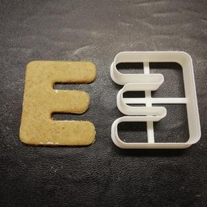 ABC-s (E) kekszkiszúró, Otthon & lakás, Konyhafelszerelés, Egyéb, Mézeskalácssütés, Mindenmás, 3D nyomtatással készült ABC-s (E)  kiszúró kekszhez, mézeskalácshoz, fondanthoz. \n\n6 és 8 cm-es mére..., Meska