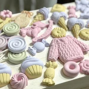 Kerámiaporból készült karácsonyi szett - pasztell édességek 38 db, Otthon & Lakás, Dekoráció, Kerámia, Kerámiaporból készült szett karácsonyi figurákkal és érdességekkel. Használhatod őket kopogtatókra, ..., Meska