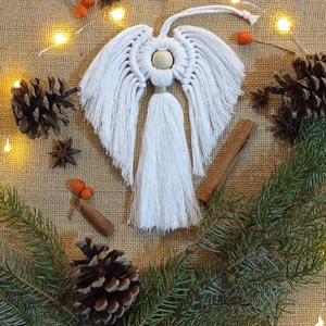 Makramé karácsonyi angyal dekoráció, dísz, Karácsony & Mikulás, Karácsonyi dekoráció, Csomózás, A makramé karácsonyi angyal hossza 18 cm felakasztó nélkül.\nSzemélyesen átvehető Veszprémben vagy Du..., Meska