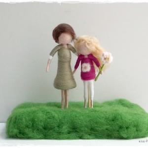 Emlék, búcsúajándék tanárnak, óvónéniknek... - tűnemezelt figurák, Dekoráció, Otthon & lakás, Nemezelés, Kedves emlék, búcsúajándék lehet a kedves óvónéninek, tanárnak...  \n\nAz ár irányár!, Meska