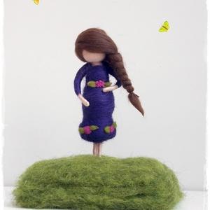 Kismama - tűnemezelt dísz, Dísztárgy, Dekoráció, Otthon & Lakás, Nemezelés, 12cm-es kismama figura állványon.\nVárandós barátnőnek, vagy akár emlékbe magadról - magadnak.... :-)..., Meska