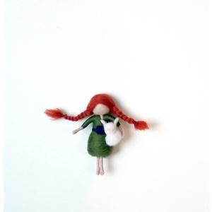 Kislány nyuszival, Otthon & lakás, Dekoráció, Nemezelés, 8cm-es tűnemezelt kislány figura nyuszival a kezében :-)\n, Meska