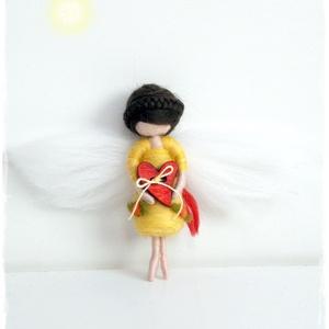 Mini Köszike- tűnemezelt baba, dísz, függö, Ember, Plüssállat & Játékfigura, Játék & Gyerek, Nemezelés, \n\nPicurka tündérlány nagy szívvel.... :-)\n\nKöszönőajándék is lehet annak, akit szeretsz vagy esetleg..., Meska