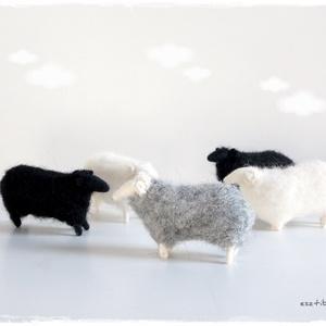 Nagy bárányok, Otthon & Lakás, Dekoráció, Nemezelés, 5db, 6cm-es bárány, különböző színösszeállításban kérhetőek.\n890.-ft/db\nTermészetesen a darabszám is..., Meska