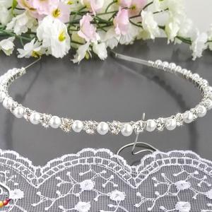 Strasszköves tiara, Hajpánt, Hajdísz, Esküvő, Ékszerkészítés, Gyöngyfűzés, gyöngyhímzés, 6 mm-es fehér üveg tekla gyöngyökkel és 6 mm-es strasszkövekkel díszített tiara. Szolid, de fantaszt..., Meska