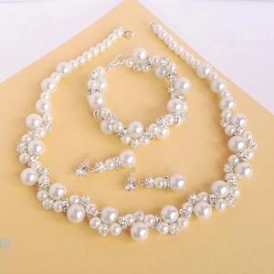 Szikrázó királynő, Esküvő, Ékszer, Ékszerszett, Gyöngyörű, ragyogó, látványos szett. 10 és 6 mm-es fehér tekla gyöngyök 6 mm-es strasszköves gyöngyö..., Meska
