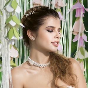 Menyasszonyi álom, Ékszerszett, Ékszer, Esküvő, Ékszerkészítés, Gyöngyfűzés, gyöngyhímzés, Akril virággal díszített, AB csillogású, víztiszta kristályokkal fűzött gyöngysor, fehér tekla gyöng..., Meska