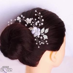 Kisvirágos hajdísz, Esküvő, Kontydísz & Hajdísz, Hajdísz,  Apró gyöngyök, levelek, virágok díszítik ezt a csodás hajdíszt. 4 cm-es hajfésűrek készült, kb. 15 ..., Meska