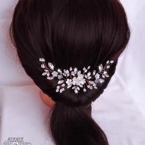 Rose gold csokor, Ékszer, Esküvő, Hajdísz, ruhadísz, Ékszerkészítés, Gyöngyfűzés, gyöngyhímzés, Rose gold ékszerdróttal készült strasszköves hajdísz, fehér virágokkal és gyöngyökkel. Kérhető külön..., Meska