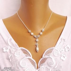 Csinos menyasszony, Ékszer, Esküvő, Ékszerkészítés, Gyöngyfűzés, gyöngyhímzés,  Ezüstözött lánc, 8 mm-es strassz és fehér, üveg tekla gyöngyökkel. Méretre készítem ekrü, fehér, va..., Meska