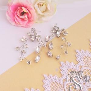 Csillogó kristály-strassz fülbevaló, Esküvő, Ékszer, Fülbevaló, Ékszerkészítés, Gyöngyfűzés, gyöngyhímzés,  Strasszkövekből ezüst színű ékszerdrótra készült látványos, csillogó fülbevaló, cirkónia köves bedu..., Meska