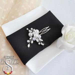 Gyöngyös, köves hajtű, Esküvő, Hajdísz, Fésűs hajdísz, Fehér gyöngyökkel és kristály kövekkel díszített hajdísz. , Meska