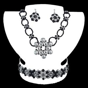 Ezüst-fekete Virág Variáció, Ékszerszett, Ékszer, Ékszerkészítés, Gyöngyfűzés, gyöngyhímzés, Egyedi tervezésű és készítésű gyöngyfűzött ékszerszett, nyaklánccal, karkötővel és fülbevalóval. Ezü..., Meska
