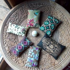 Illatos búzazsákocskák ( sokszínű, gyöngyös, hímzett, nyomott mintás), Készségfejlesztő & Logikai játék, Játék & Gyerek, Varrás, A búzazsákok készítésekor 100%-ban pamut anyagokat használtam, amelyek Indiából, Eritreából, Ghánábó..., Meska