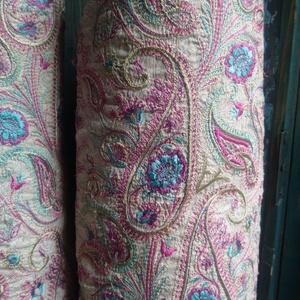 Hímzett hengerpárna párban - halványszürke/rózsaszín/halványlila/türkiz, Dekoráció, Otthon & lakás, Lakberendezés, Lakástextil, Párna, Hímzés, Varrás, Eredeti, Indiából rendelt hímzésekből megalkotott párna, csodaszép finom színekkel, teljes egészében..., Meska