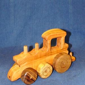 Fa verdák gőzmozdony, Gyerek & játék, Gyerekszoba, Játék, Fajáték, Famegmunkálás, A verdák vontató kiegészítő darabja, mely önállóan is szerethető. Vontathat bármely, a traktoroknál ..., Meska