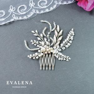 Fehér virágos, kristályos fésű, Esküvő, Hajdísz, ruhadísz, Gyöngyfűzés, gyöngyhímzés, Köszönöm a megtekintést :)\n\nA képen egy különleges menyasszonyi hajdísz látható, amelyhez különféle ..., Meska