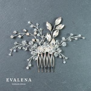 Menyasszonyi ezüst fésű kristályokkal, Esküvő, Hajdísz, ruhadísz, Ékszerkészítés, Gyöngyfűzés, gyöngyhímzés, Köszönöm a megtekintést :)\n\nA képen egy elegáns menyasszonyi hajdísz látható, amelyhez foglalatos kr..., Meska