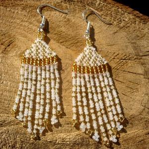 """fehér-arany gyöngy fülbevalók, lógós fülbevalók, ajándék, Csillár fülbevaló, Fülbevaló, Ékszer, Gyöngyfűzés, gyöngyhímzés, \""""Arany cseppes\"""" fülbevalók, melyet fehér és arany színű cseh kásagyöngyből készítettem.\n\nHétköznapi ..., Meska"""