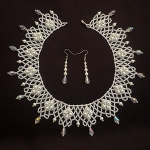 Fehér elegáns gyöngynyaklánc, teklagyöngy ékszer, ajándék, Ékszer, Ékszerszett, Gyönyörűséges, teklagyöngyökből, kásagyöngyből és csepp alakú kristálygyöngyökből alkotott ékszersze..., Meska