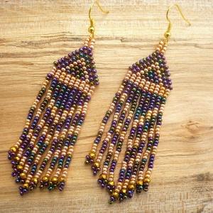 Többszínű lila-arany színű gyöngy lógós, hosszú fülbevalók, ajándék, Ékszer, Csillár fülbevaló, Fülbevaló, Többszínű (írisz) lila és arany színű gyöngyökből készült hosszú fülbevaló.  Cseh üveg kásagyöngyből..., Meska