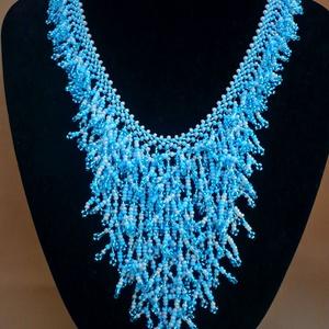 Kék zuhatag ágacskás gyöngy nyaklánc, gyöngygallér, gyöngynyaklánc, gyöngynyakék, Ékszer, Gyöngyös nyaklác, Nyaklánc, Ág technikával készült kék színű gyöngygallér.  Anyaga kevert cseh üveg kásagyöngy (átlátszó kék, ké..., Meska