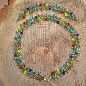 Virágos nyaklánc-karkötő szett, gyöngynyaklánc, gyöngygallér, ajándék, Ékszer, Ékszerszett, Tündéri, virágokkal díszített gyöngynyaklánc-karkötő szett.  Csillogó kristályokkal.  Anyaga ezüstkö..., Meska