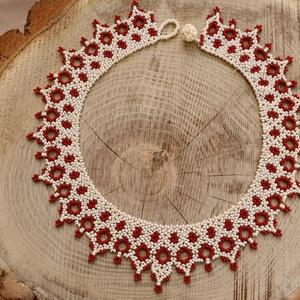 ekrü-bordó azsúros ukrán nyaklánc, népi ékszer,  gyöngynyaklánc, népviselet, hagyományörzés, Ékszer, Gyöngyös nyaklác, Nyaklánc, Gyöngyfűzés, gyöngyhímzés, Meska