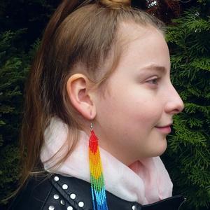 VÁLLIG ÉRŐ, extra hosszú szépséges szivárvány színű gyöngy fülbevaló, Ékszer, Csillár fülbevaló, Fülbevaló, Gyöngyfűzés, gyöngyhímzés, Meska