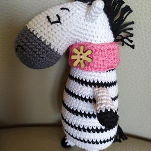 Csíkos zebra, Játék & Gyerek, Plüssállat & Játékfigura, Más figura, Baba-és bábkészítés, Horgolás,  \nElisa tervező édes kis zebráját készítettem el.   20 cm magas. 100% pamut fonalból horgoltam. Nyak..., Meska