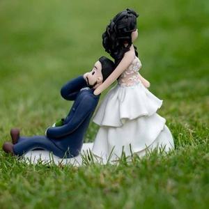 Személyre szabott tortadísz, Sütidísz, Dekoráció, Esküvő, Gyurma, A tortadíszek egyedi kérés alapján készülnek el, amit előzetesen üzenetben egyeztetünk. \nAz elkészít..., Meska
