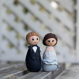 Esküvői tortadísz kokeshi, Sütidísz, Dekoráció, Esküvő, Gyurma, A tortadíszt polymerből készítettem, tartós, nem törik, vízálló. \nA megrendelő kérésére készült. \nFo..., Meska