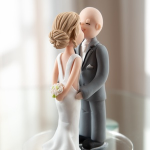 Személyre szabott egyedi tortadísz, Sütidísz, Dekoráció, Esküvő, Gyurma, A tortadíszek egyedi kérés alapján készülnek el, amit előzetesen üzenetben egyeztetünk. \nAz elkészít..., Meska