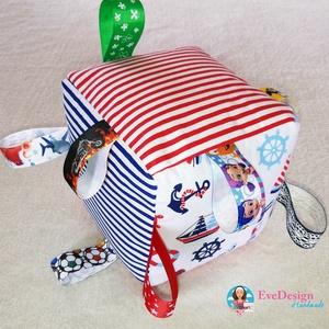 Babakocka csörgővel, Babakocka, 3 éves kor alattiaknak, Játék & Gyerek, Varrás, Hímzés, Babakocka a legkisebbeknek.\nA termék minőségi pamutvászonból készült.\nA kocka éleibe különböző színű..., Meska